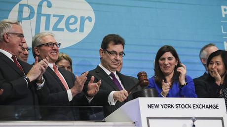Albert Bourla, directeur général de la société pharmaceutique Pfizer, lors de la clôture à la Bourse, le 17 janvier 2019 à New York (image d'illustration).