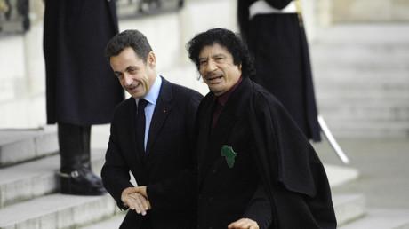 Nicolas Sarkozy reçoit à l'Elysée Mouammar Kadhafi en décembre 2007