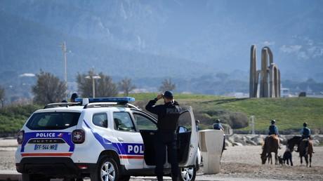 Des policiers nationaux font respecter les mesures confinement à Marseille le 19 mars 2020 (image d'illustration).