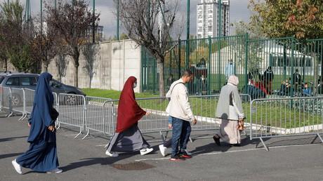 Des fidèles vont à la mosquée de Drancy (Seine-Saint-Denis) pour la prière le 23 octobre 2020 (image d'illustration).