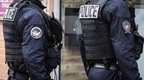 Des fonctionnaires de la CSI 93 en mission de contrôle de confinement à Saint-Ouen le 2 avril 2020 (image d'illustration).