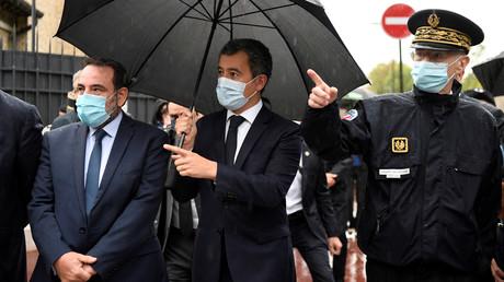 Gérald Darmanin (au centre) et le préfet de police de Paris Didier Lallement (à droite), le 27 septembre 2020 à Boulogne-Billancourt (Hauts-de-Seine) (image d'illustration).
