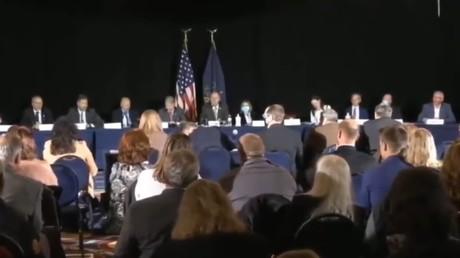 L'équipe juridique de Donald Trump présente des témoignages sur les irrégularités lors du scrutin présidentiel, à Gettysburg en Pennsylvanie, le 25 novembre 2020.
