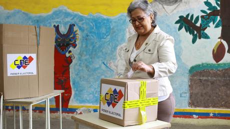 La présidente du Conseil national électoral du Venezuela (CNE), Tibisay Lucena, prend part à Caracas, le 6mai 2018, à un exercice de vote avant l'élection présidentielle du 20mai (image d'illustration).