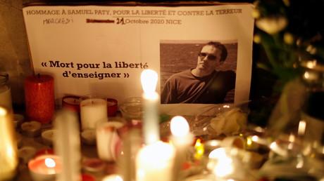 Des bougies posées en hommage à Samuel Paty (image d'illustration).