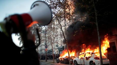 Des voitures incendiées le 28novembre 2020 à Paris en marge de la Marche des libertés (image d'illustration).