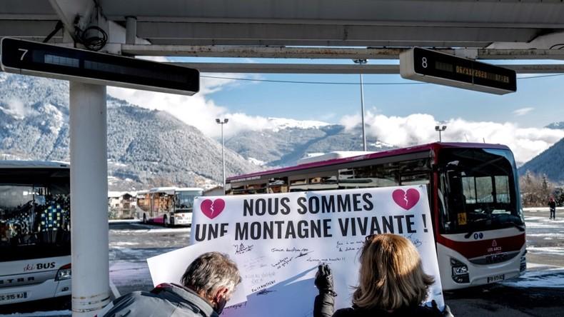 Stations de ski : des professionnels inquiets manifestent (IMAGES)