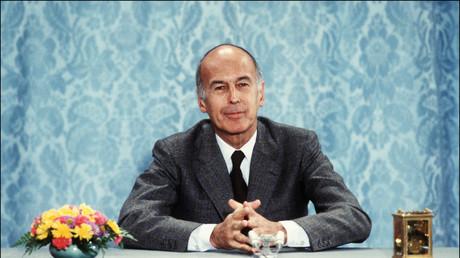Le président de la république Valéry Giscard d'Estaing répond aux questions des journalistes lors d'une conférence de presse, le 26 juin 1980 à l'Elysée.