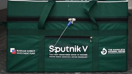 Conteneur avec le vaccin Spoutnik V