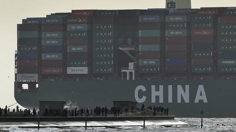 Le CSCL Globe – qui était alors le plus grand porte-conteneurs du monde – lors de son arrivée dans le port de Felixstown, en Angleterre, le 7 janvier 2015 (image d'illustration)