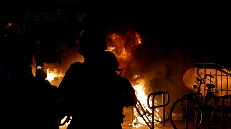 Incendie lors de la manifestation parisienne du 5 décembre 2020