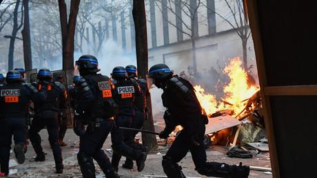 Policiers mobilisés à Paris lors de la Marche des libertés le 5 décembre (image d'illustration).