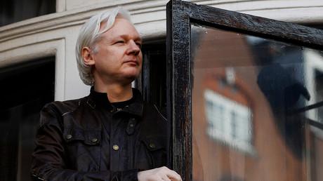 Le fondateur de WikiLeaks, Julian Assange, sur le balcon de l'ambassade de l'Equateur à Londres, Grande-Bretagne, le 19 mai 2017. (image d'illustration)