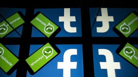 Les logos de Facebook et de la messagerie mobile WhatsApp