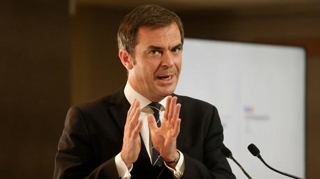 Le ministre de la Santé, Olivier Véran, conseille aux Français d'éviter de se faire tester massivement avant les fêtes de fin d'année. Il craint un «engorgement des laboratoires».