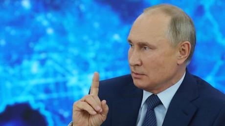 Le président russe Vladimir Poutine, en conférence de presse le 17 décembre 2020.