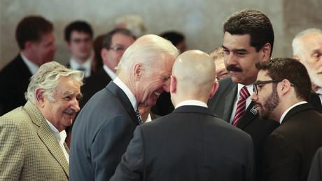 Le président vénézuélien Nicolas Maduro, le vice-président américain Joe Biden et le président uruguayen Jose Mujica (gauche) lors de la cérémonie d'investiture de la présidente brésilienne Dilma Rousseff à Brasilia, le 1er janvier 2015.