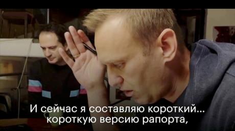 Capture d'écran de la vidéo publiée par Alexeï Navalny sur YouTube. A gauche - Christo Grozev, expert du site anglais d'investigation Bellingcat.