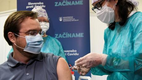 Le ministre slovaque de la Santé Marek Krajci s'est fait vacciner le 26décembre 2020 (image d'illustration).