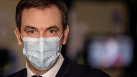 Le ministre français de la Santé, Olivier Véran, lors d'une visite dans le centre de distribution du vaccin contre le Covid-19, le 22décembre 2020 à Chanteloup-en-Brie (image d'illustration).