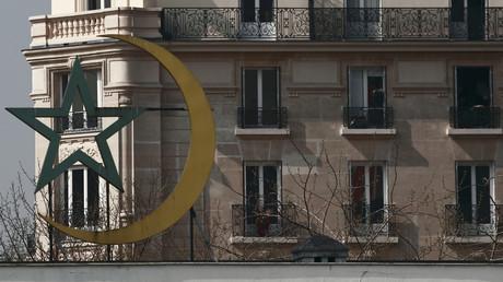 Le croissant et l'étoile sur le faîte de la grande mosquée de Paris, 20 mars 2012 (image d'illustration).