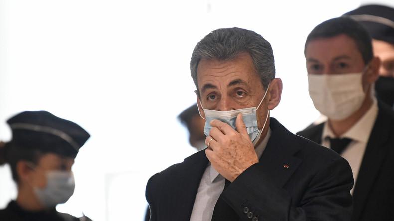 Le PNF enquête sur un contrat de Sarkozy avec un groupe d'assurances russe associé à AXA