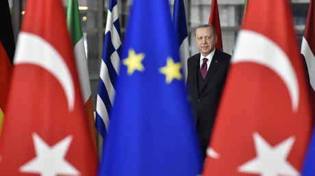 Recep Tayyip Erdogan avant une réunion avec les présidents du Conseil de l'UE et de la Commission européenne à Bruxelles, le 9 mars 2020 (image d'illustration)