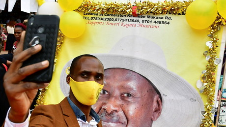 Un soutien du président sortant Yoweri Museveni, le 12 janvier à Kampala.