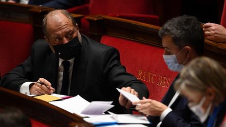 Le ministre de la Justice Eric Dupond-Moretti sur les bancs de l'Assemblée, le 12 janvier 2021.