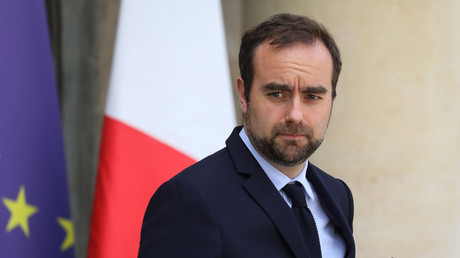 Le ministre des Outre-mer Sébastien Lecornu sur le perron de l'Elysée, le 22 mai 2019 (image d'illustration)