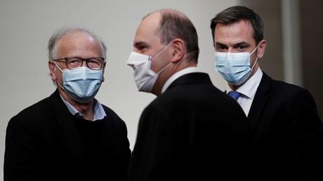 Alain Fischer aux côtés de Jean Castex et Olivier Véran (image d'illustration).