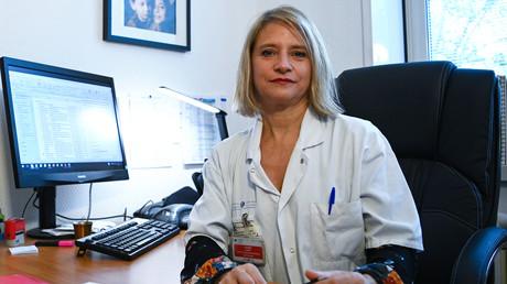 Karine Lacombe dans son bureau de l'hôpital Saint-Antoine, à Paris, le 20 novembre 2020.