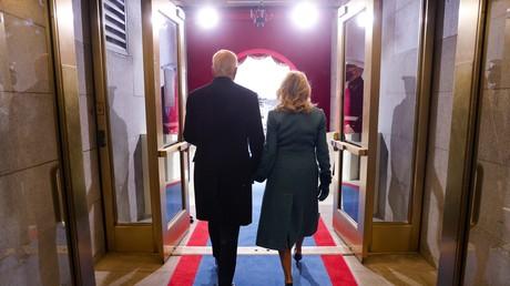 Joe Biden et son épouse Jill, lors de la cérémonie d'investiture du nouveau président des Etats-Unis à Washington, le 20 janvier 2021.