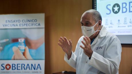 Vicente Vérez Bencomo, directeur général du Finlay Vaccine Institute, lors d'une conférence de presse au Finlay Vaccine Institute de La Havane, le 20 janvier 2021.