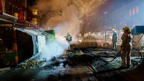 Les Pays-Bas, et sur cette image la ville de Rotterdam, ont connu une nouvelle nuit d'émeutes contre le couvre-feu décidé contre le Covid.