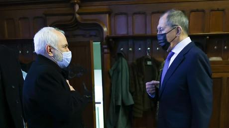 Le chef de la diplomatie iranienne Mohammad Javad Zarif rencontre son homologue russe Sergueï Lavrov à Moscou le 26 janvier.