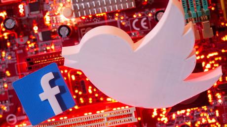 Les logos de Twitter et de Facebook, montage réalisé le 21 janvier 2021 (image d'illustration).