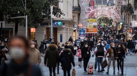 Passants dans les rues de Nantes en décembre (image d'illustration).