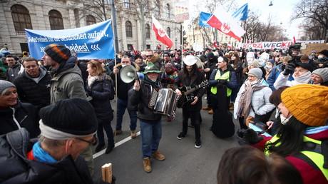 Cliché pris à Vienne (Autriche) lors de la mobilisation contre les mesures prises par le gouvernement pour lutter contre le Covid-19, le 31 janvier 2021.