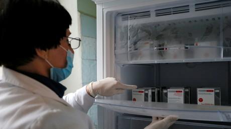 Des doses du vaccin Spoutnik V dans un frigo de l'hôpital de Donetsk (image d'illustration).