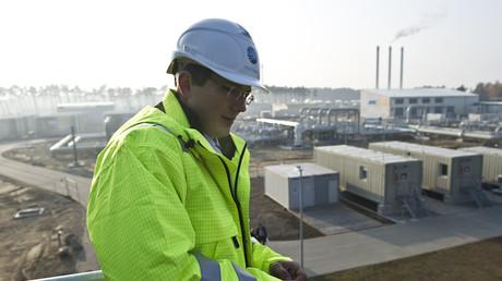 Un employé de Nord Stream, le gazoduc construit avant Nord Stream2, en 2011 (image d'illustration).