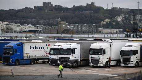 Camions de fret au centre de dédouanement de Motis au port de Douvres (Kent) sur la côte sud-est de l'Angleterre, le 15 janvier 2021 (illustration).