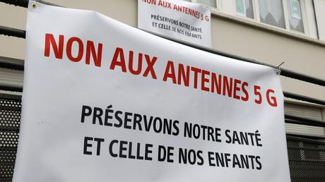 A Fontenay-sous-Bois (Seine-Saint-Denis), des militants opposés à la 5G avaient déployé des banderoles, le 11 décembre 2020 (image d'illustration).