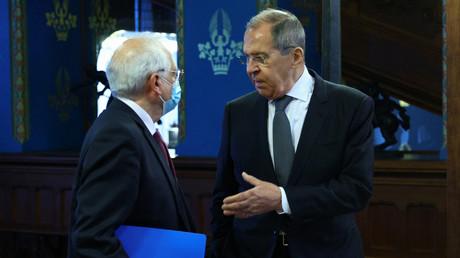 Le chef de la diplomatie européenne Josep Borrell et le ministre des Affaires étrangères russe Sergueï Lavrov à Moscou le 5 février 2021.