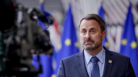 Le Premier ministre luxembourgeois Xavier Bettel s'adresse aux médias lors d'un sommet européen à Bruxelles, le 15 octobre 2020 (illustration).