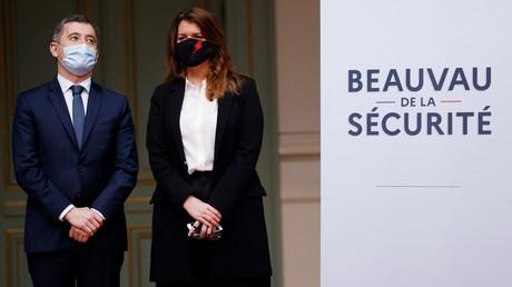 Gérald Darmanin et Marlène Schiappa au ministère de l'Intérieur le 1er février 2021 (image d'illustration).