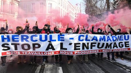 La manifestation du 10 février avec pour banderole «Stop à l'enfumage», à Paris.
