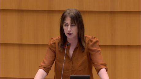 La députée européenne irlandaise Clare Daly au Parlement européen le 9 février 2021.