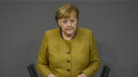 Angela Merkel devant le Bundestag le 11 février 2021