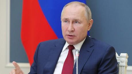 Vladimir Poutine assiste à une session du forum en ligne de Davos, organisé par le Forum économique mondial, le 27 janvier 2021 (image d'illustration).